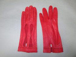 【glove】 お気に入りの赤い手袋のベルトが切れて縫製のご依頼です。