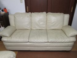 【sofa】17年ご使用のレモンイエローのソファは、お嬢ちゃんの揺りかごに。