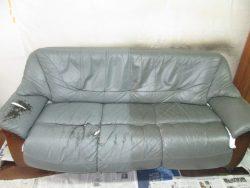20数年前の新築時に購入されたトリプルの【sofa】ソファ 染め直しのご依頼です。