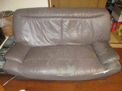 【sofa】 愛猫の定位置ソファの爪痕、ヒビ割れ修理のご依頼です。