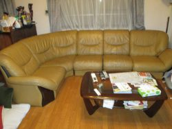 【sofa】20年ご愛用の分割ソファの張り替えの見積り後、染め直しのご依頼です。