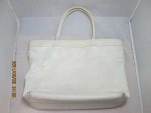 【CHANEL】シャネル トートバッグ 黄ばみをトレンドカラーのホワイトに染め直しのご依頼です。