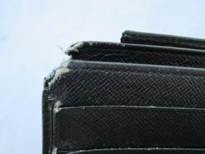 【LOUIS VUITTON】 ルイ・ヴィトン エピ 愛犬のおやつになった財布の補修依頼です。