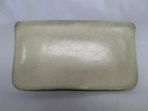 【Maison Martin Margiela】メゾン マルタン マルジェラ の財布 クリーニングで取れない汚れは、染め直しをお勧めいたします。