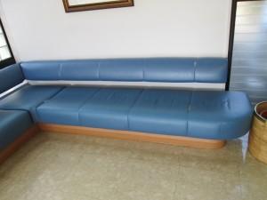 【sofa】著名病院の待合室ソファの張替えのご依頼です。