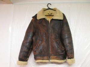 【B-3】ビースリー ムートン フライトジャケット 破れ補修のご依頼です。