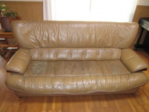 【sofa】20数年ご愛用のソファのクリーニング・傷補修・染め直しのご依頼です。