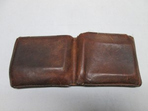 【BREE】ブリー 財布 破れ・ホツレ縫製、染め直しのご依頼です。