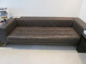 「【sofa】ソファの縫い目が解れましたが直りますか?」とご依頼です。