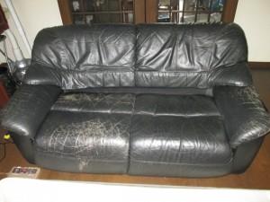 【sofa】ソファ ガムテープを剥がしてみたら・・・・・・。